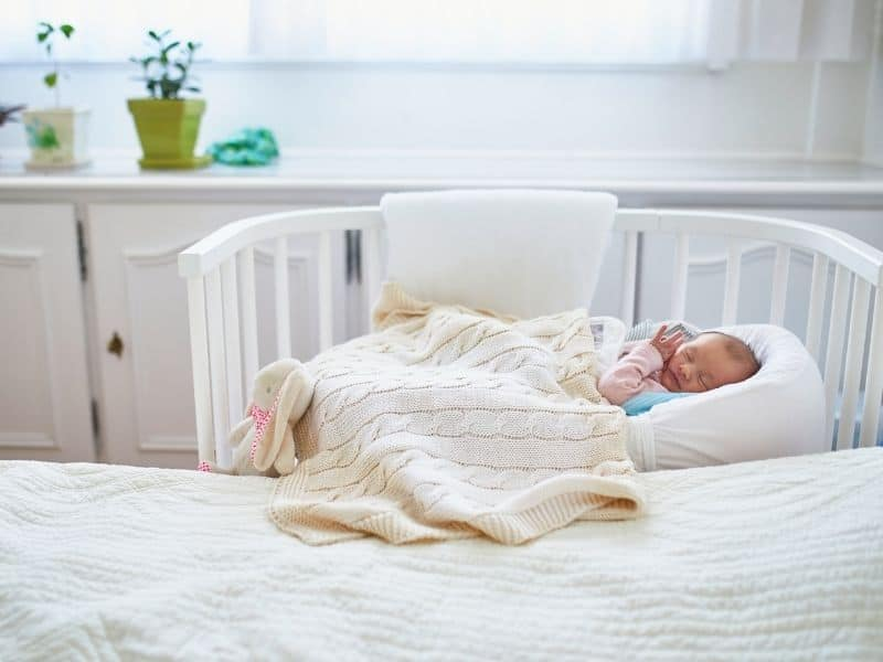 baby sleeping in co sleeper
